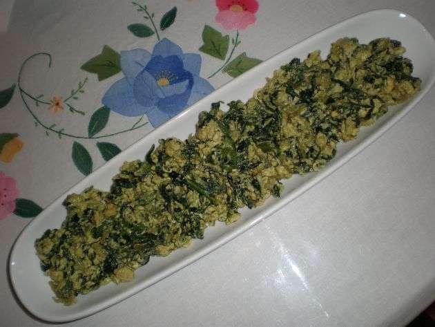 Revuelto de espinacas y cebollas