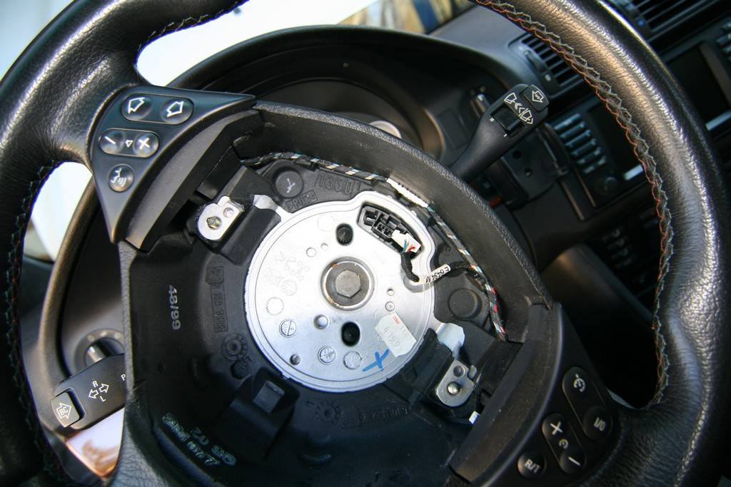 DIY: Steering Wheel Replacement - BMW M5 Forum and M6 Forums